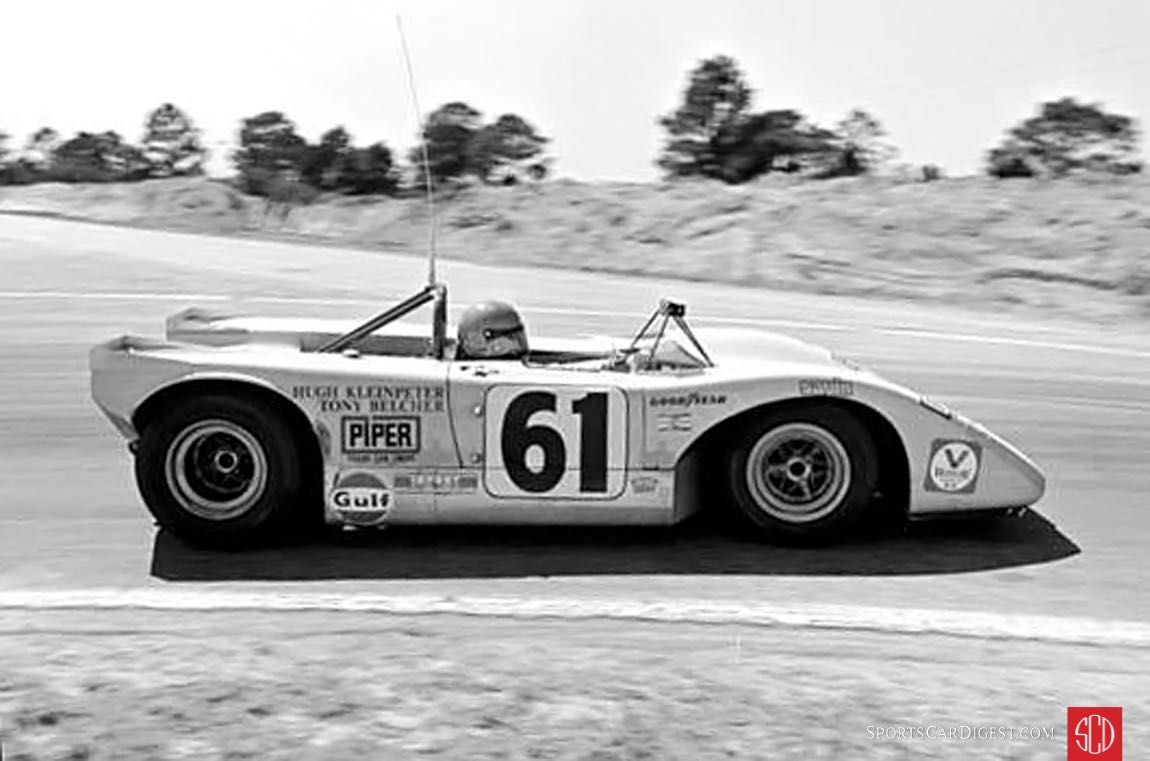 Hugh Kleinpeter and Tony Belcher's Lola T210 in the Hairpin (Photo: autosportsltd.com)