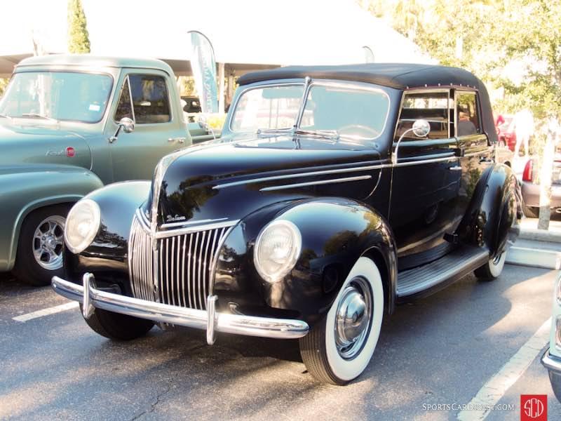 1939 Ford V8 Deluxe Convertible Sedan