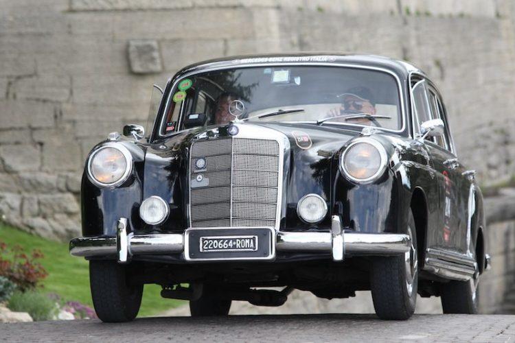Arrive in comfort - 1954 Mercedes-Benz 220A