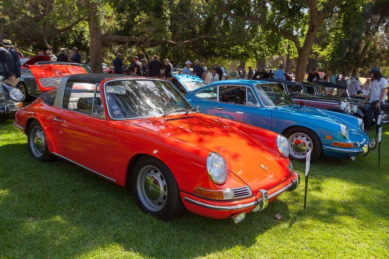 [L-R] 1968 Porsche 911T, 1968 Porsche 912 Coupe