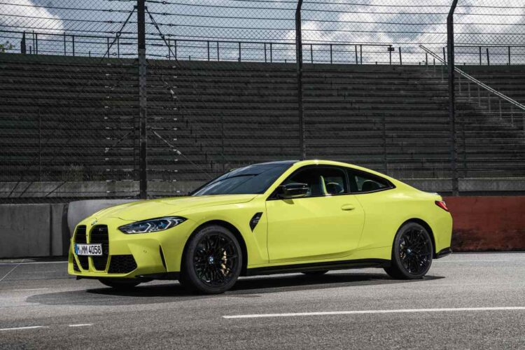 Side of BMW M4 Competition Coupé