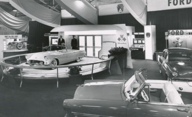 Ford Thunderbird at the 1954 Detroit Auto Show