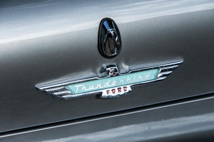 Ford Thunderbird Emblem