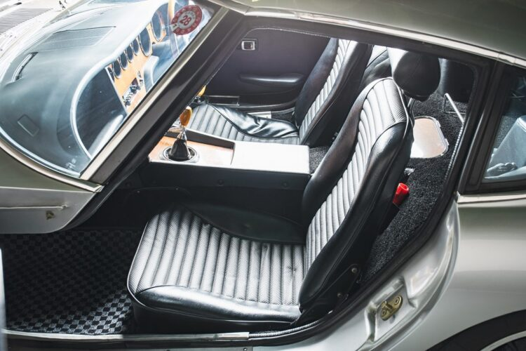 Seats of 2000GT