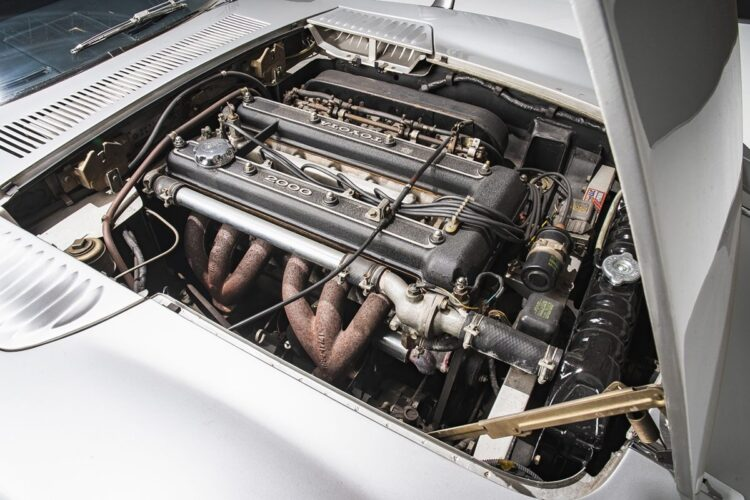 Engine of 2000GT
