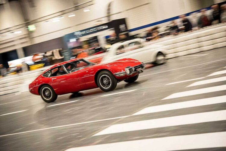 driving the 2000GT
