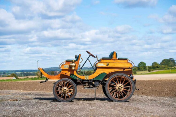 side profile of 1902 Arrol-Johnston 10/12hp Dogcart