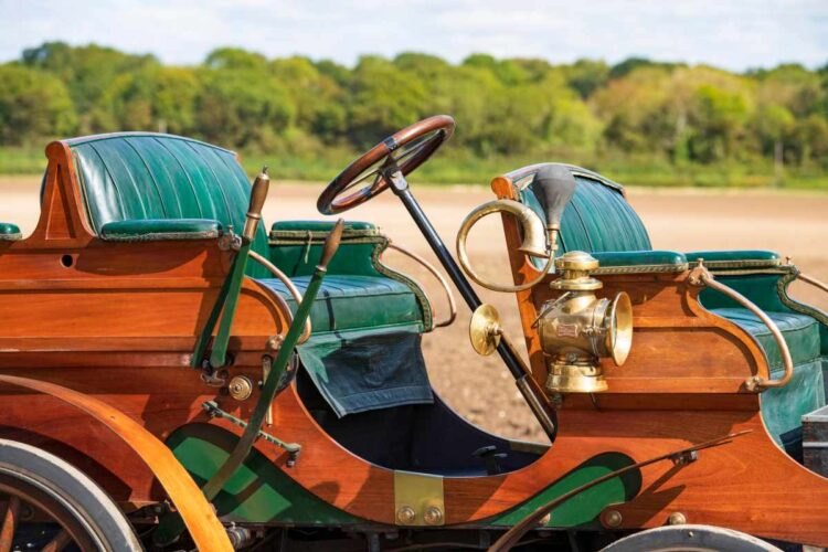 seats of 1902 Arrol-Johnston 10/12hp Dogcart