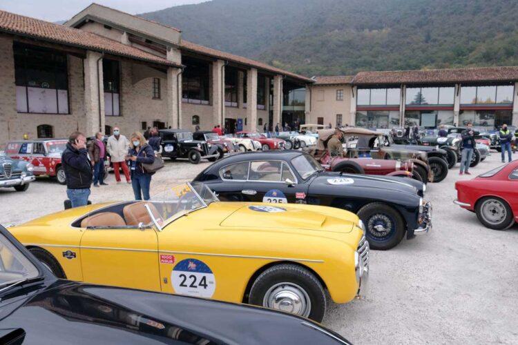 Yellow 1953 S.I.A.T.A. Daina Gran Sport Stab. Farina