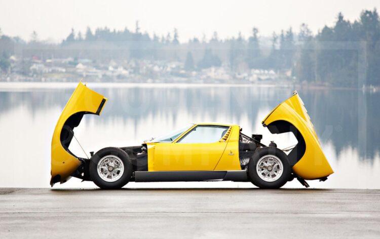 1969 Lamborghini Miura P400 S clamshell