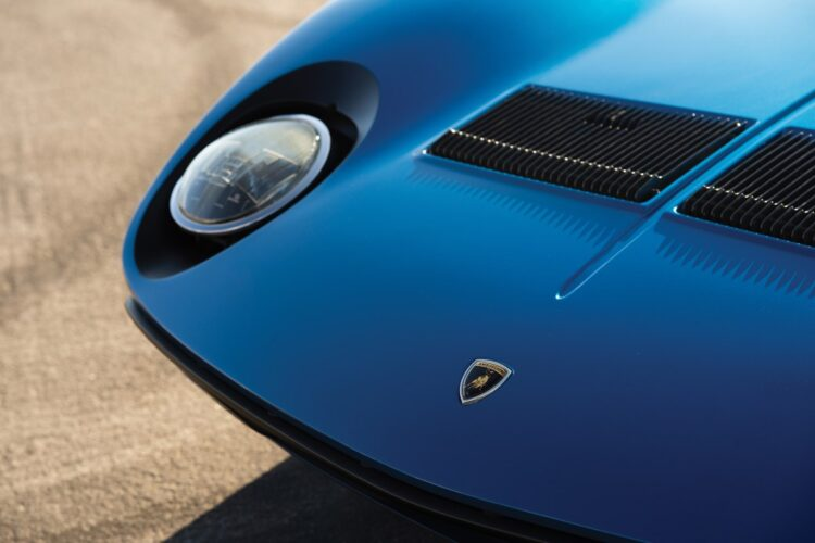 Headlights of the1971 Lamborghini Miura P400 SV