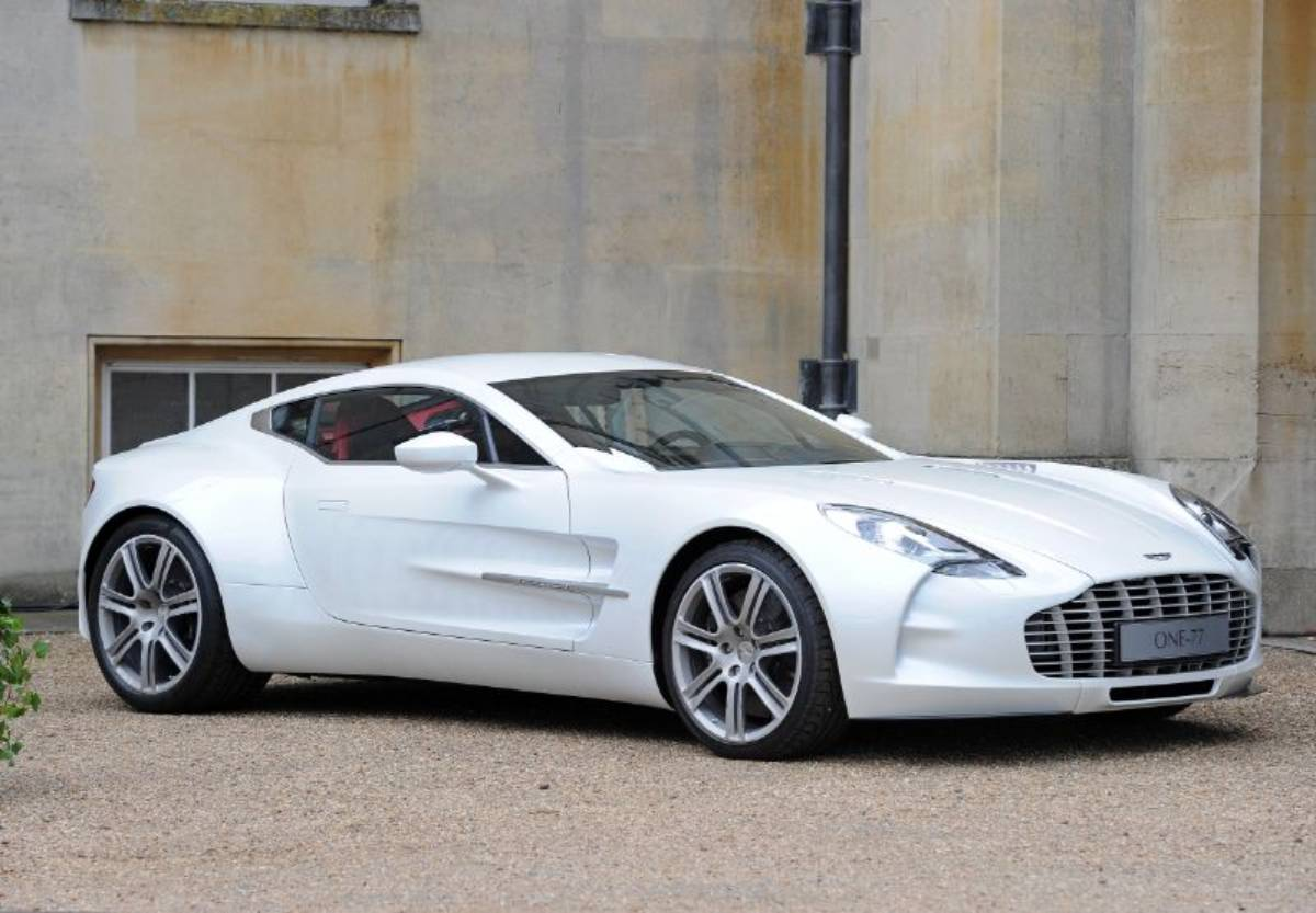 Aston Martin One 77 Outstanding Performance In A Luxurious Hypercar