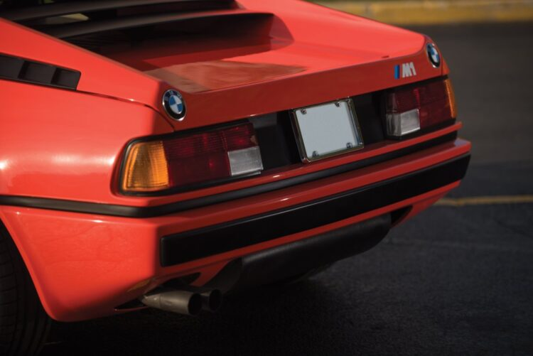 rear of BMW M1