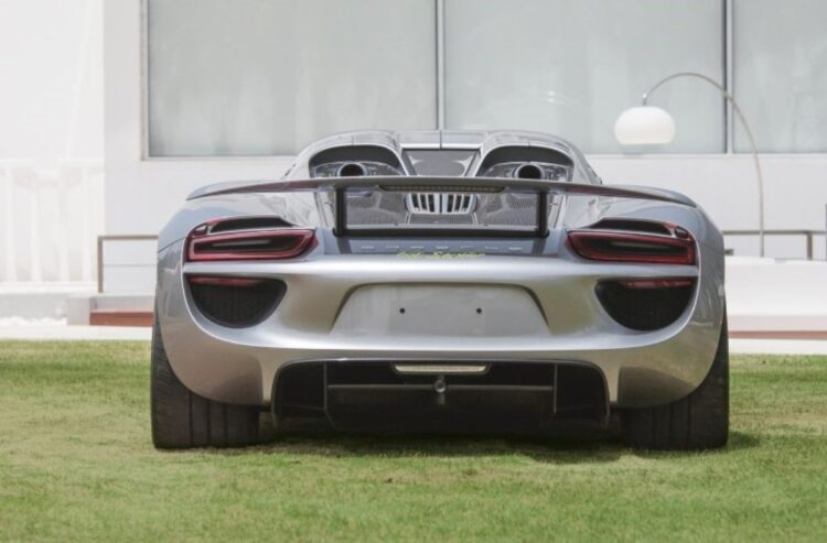 wing of 918 Porsche Spyder