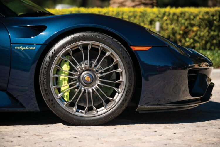 calipers of porsche 918 Spyder
