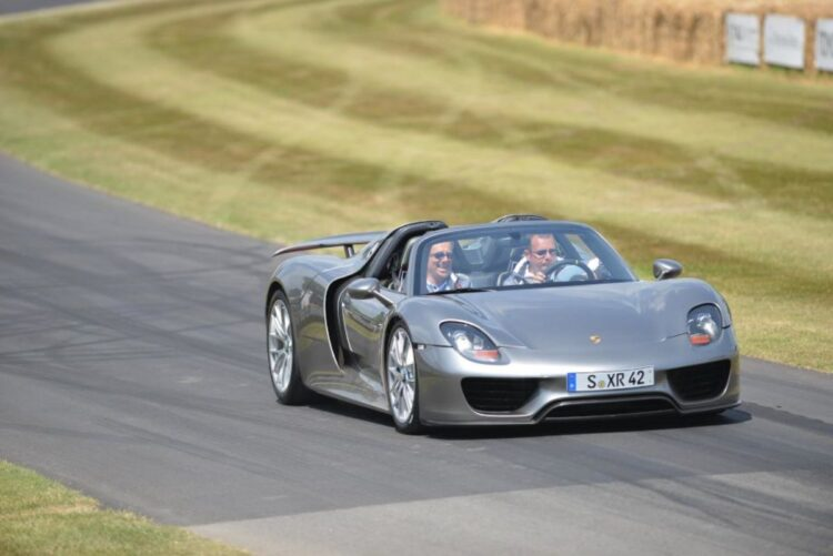 Driving the porsche 918 spyder