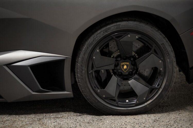 Wheel of Lamborghini Reventón