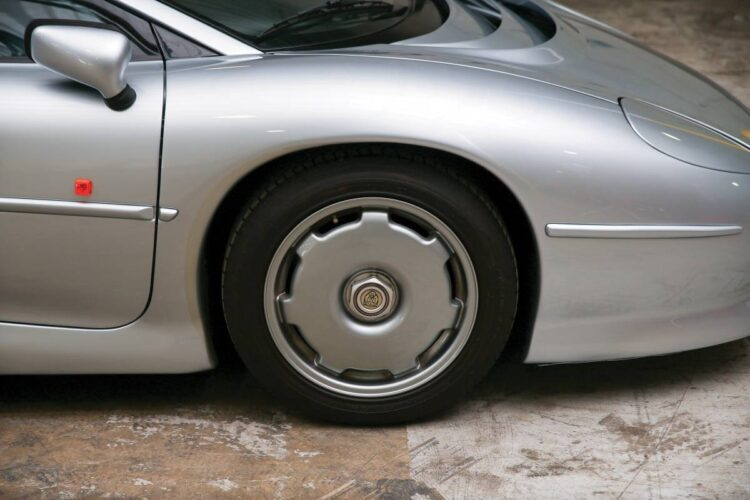 Tire of Jaguar XJ220