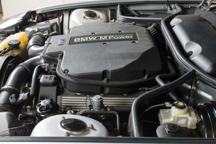 Engine of BMW Z8