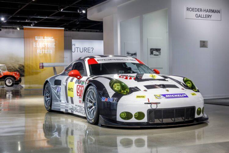 2016 Porsche 911 RSR