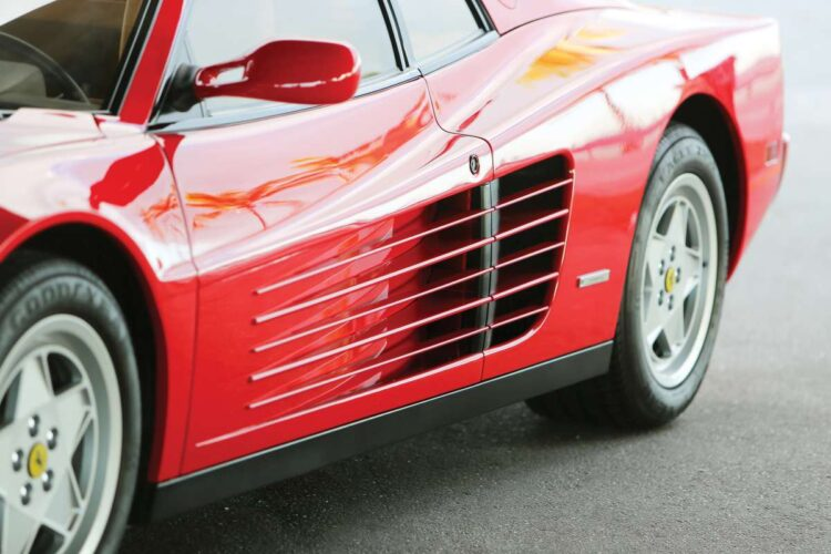 intakes feeding air to the side-mounted radiators to Testarossa