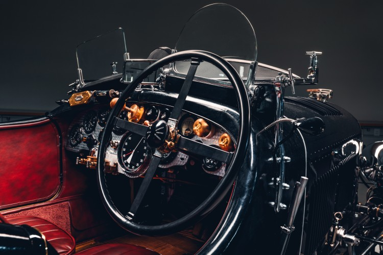 Steering wheel of Bentley Blower