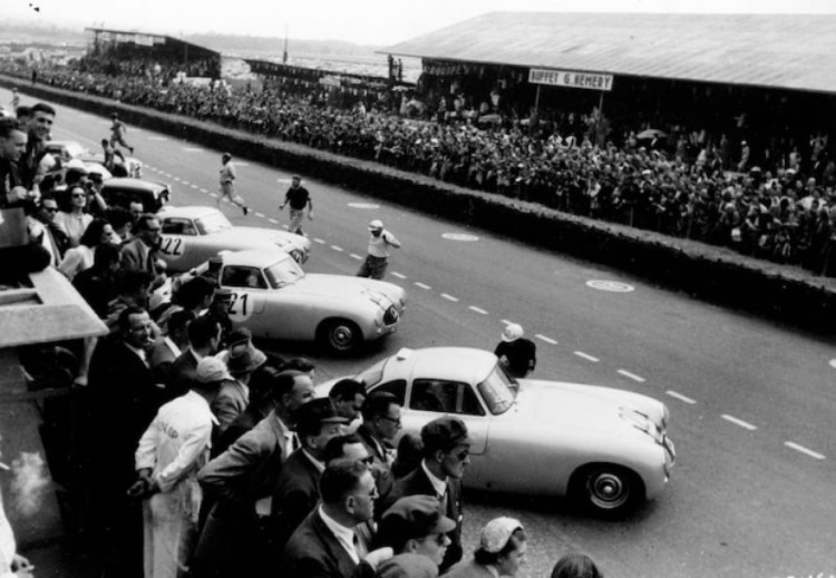 1952 24 Hours of Le Mans. W 194 lined up at start of the race