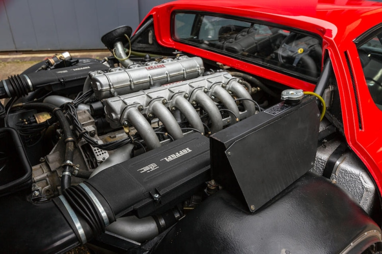 engine of 1987 Ferrari 512BBi Coupe