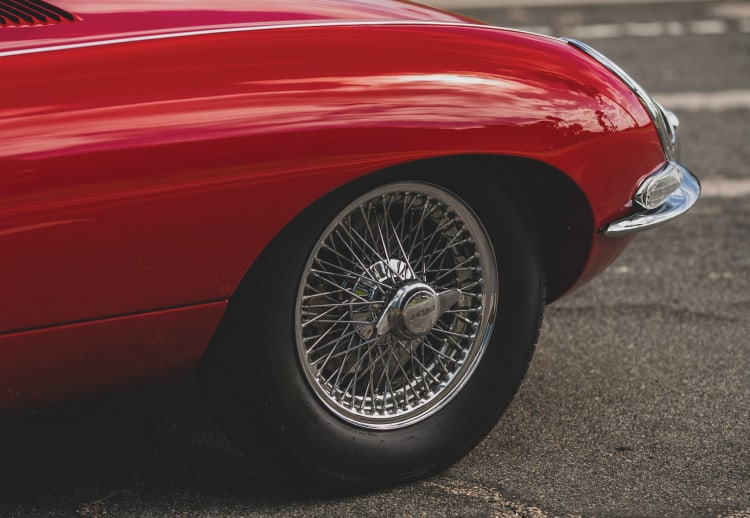 Tire E-Type Jaguar