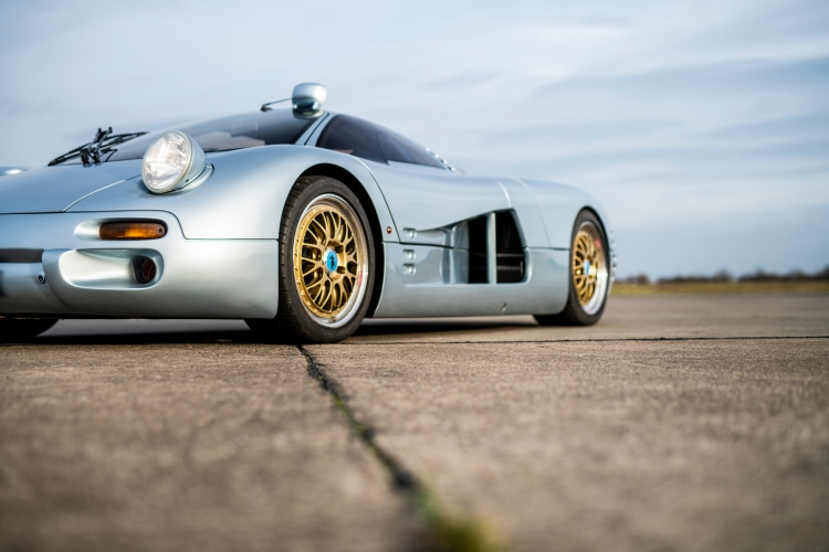 wheels of 1993 Isdera Commendatore 112i