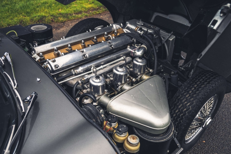 engine of series one jaguar E type