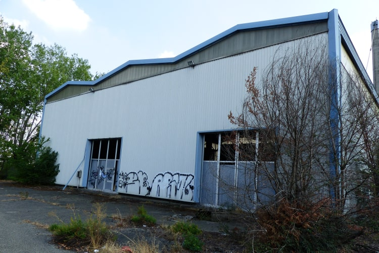 graffiti on De Tamaso factory