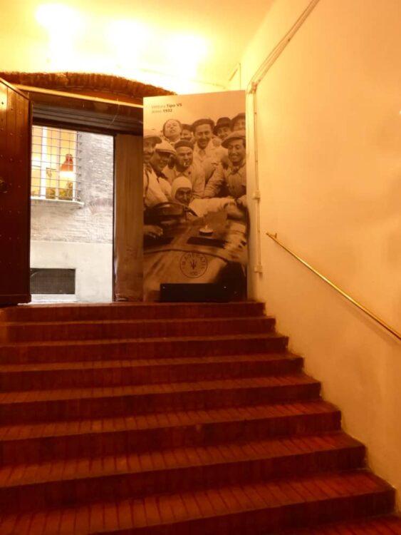 Via Pepoli - inside entrance