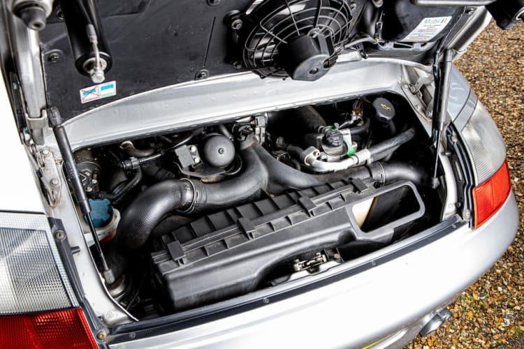 Engine of Porsche 996