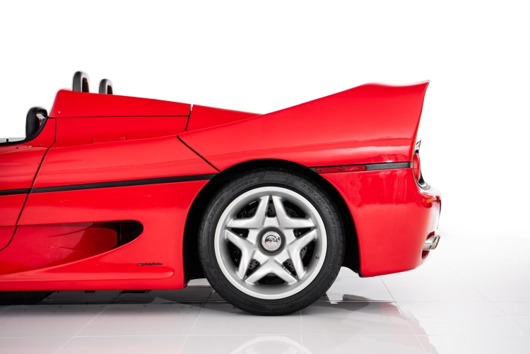 Rear wheel of the Ferrari F50