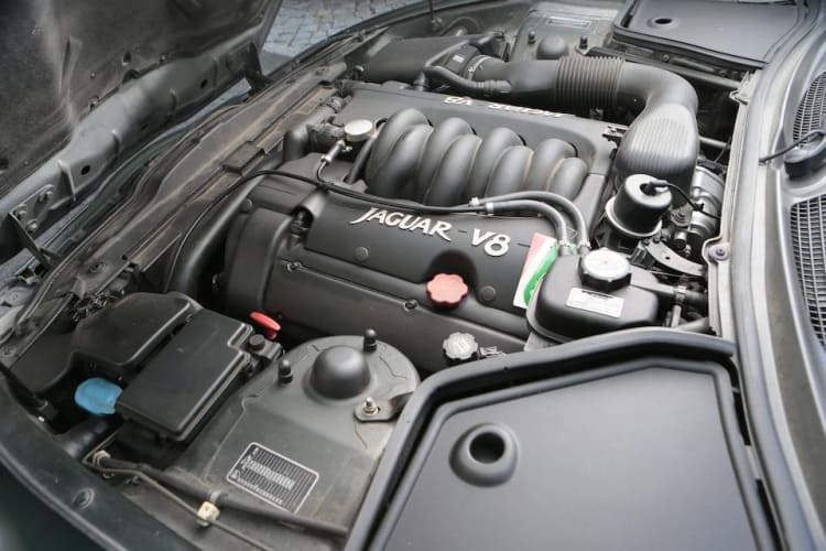 Engine of XK8