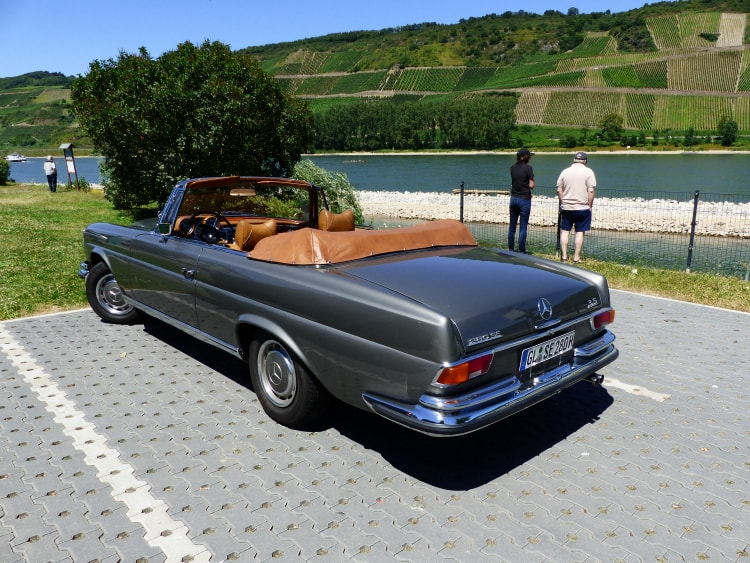 1969 280SE 3.5 cabriolet by river